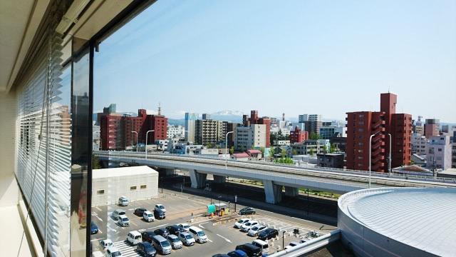 青森市の会議室からみた青森市の光景